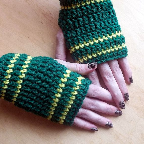 Fingerless Gloves Crocheted Green Bay Packers #GreenBayPackers #handmadebot #shopetsy