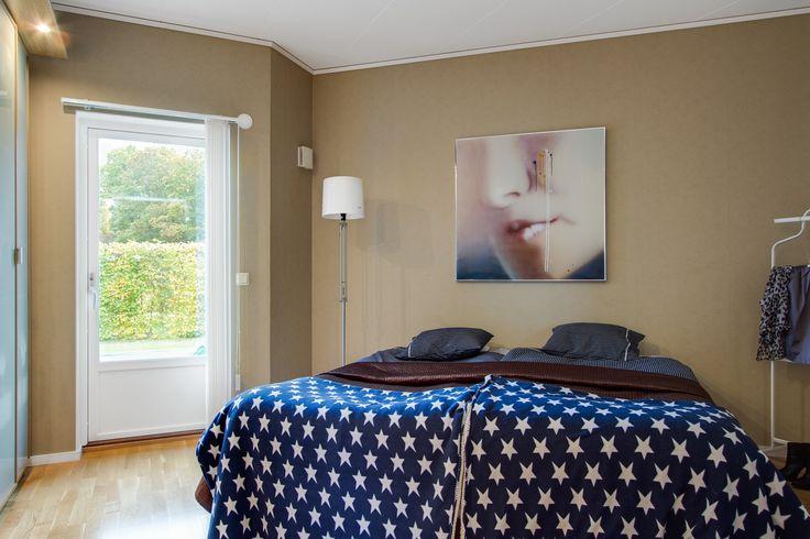 Ett av fyra bra sovrum, kul med inte helt raka väggar!