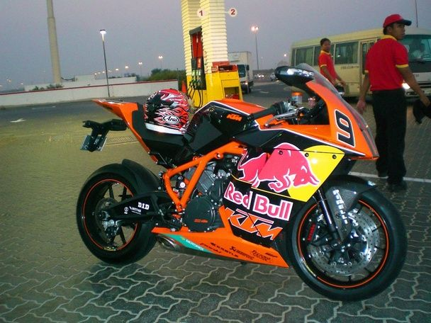 Bikes Vs Cars Street Race KTM RC street bike in Red