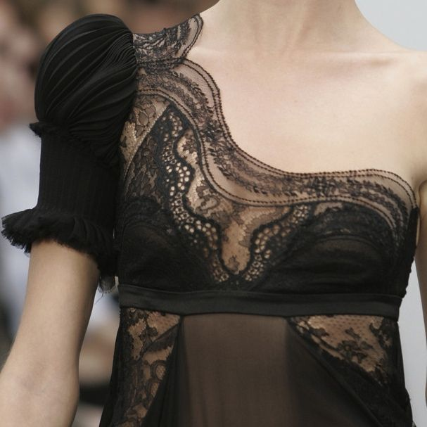 Details of a dress...Balenciaga at Paris Fashion Week Spring 2006