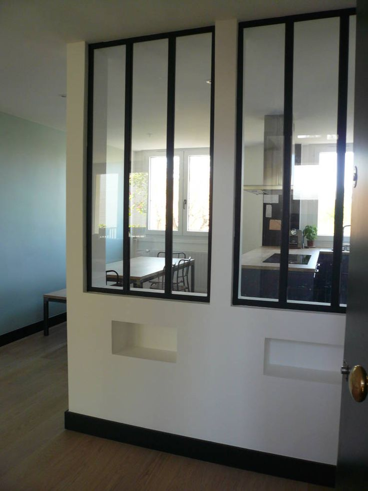 Vue de la verrière à partir de la porte d'entrée de l'appartement (de Delphine Gaillard Decoration)