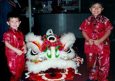 chinese new year kids lion dance