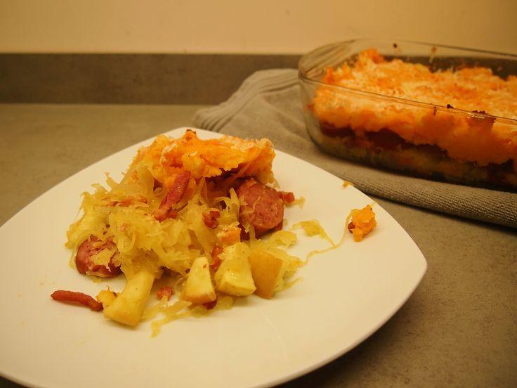 Zuurkoolschotel met zoete aardappel en spekjes
