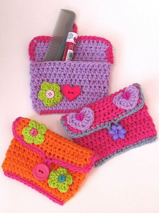 Girls purse crochet pattern - could make an adult version to hold cosmetics kept in purse