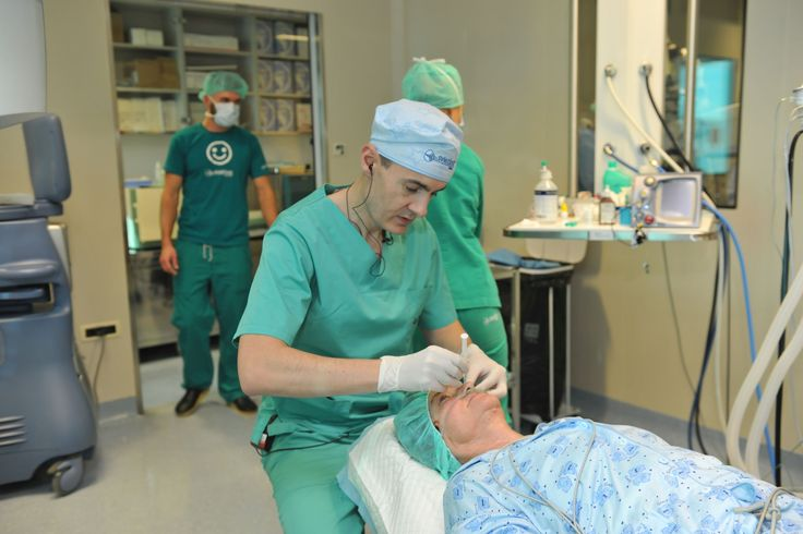 Il trattamento di glaucoma  Tutti gli esami necessari nella diagnosi del glaucoma vengono fatti in un solo giorno - la misurazione dalla pressione oculare usando la tonometria ad applanazione o il tonometro a soffio, la misurazione dello spessore della cornea, l'esame del campo visivo cioè la gonioscopia e l'analisi del nervo ottico- Tomografia a coerenza ottica (OCT).  http://www.svjetlost.hr/servizi/il-trattamento-di-glaucoma/707