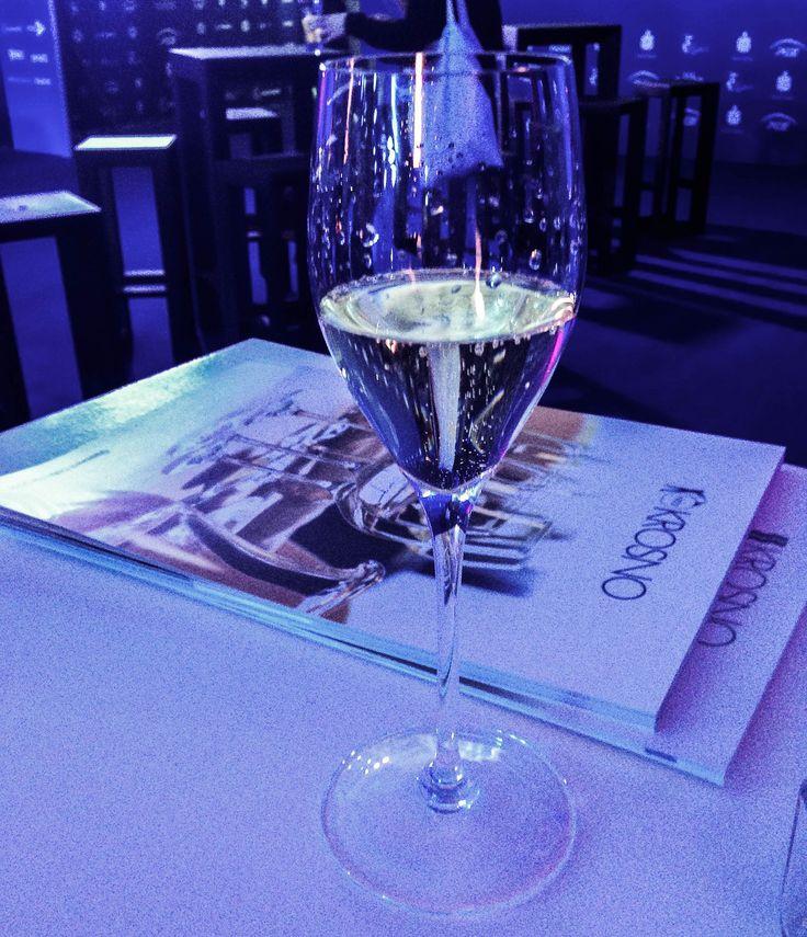https://flic.kr/p/BB2Z1C | Pol Roger w ręcznie robionym klasycznym kieliszku do szampana KROSNO - Strefa VIP na Cavaliadzie 2015