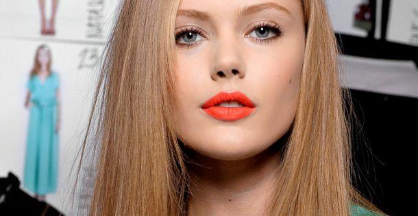 Laat je lippen knallen met oranje lippenstift | NSMBL.nl