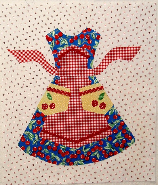 Apron quilt block pattern by Lori Holt: Towels Sconces, Kitchens Towels, Aprons Blocks, Blocks Ideas, Aprons Quilts Blocks, Quilts Blocks Patterns, Dresses Appliques Patterns, Loris Holt Appliques, Glasses Glasses