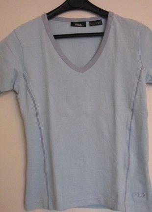 À vendre sur #vintedfrance ! http://www.vinted.fr/mode-femmes/tee-shirts/50645576-haut-t-shirt-fila-manches-courtes-bleu-ciel