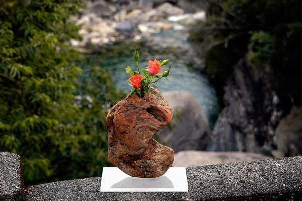 2005年 流木の花器ー19   金澤 尚