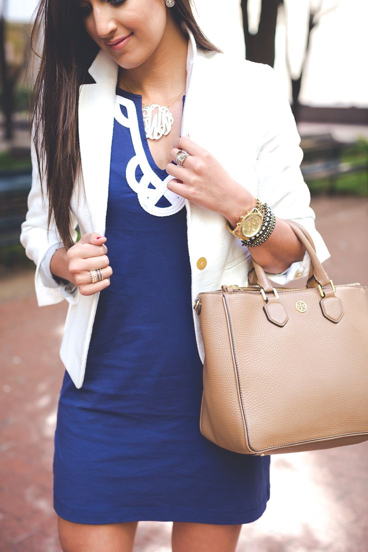 lilly pulitzer t shirt dress, navy shift dress, white blazer, business casual outfit // @asoutherndrawl