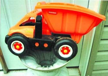 Plastic dump truck