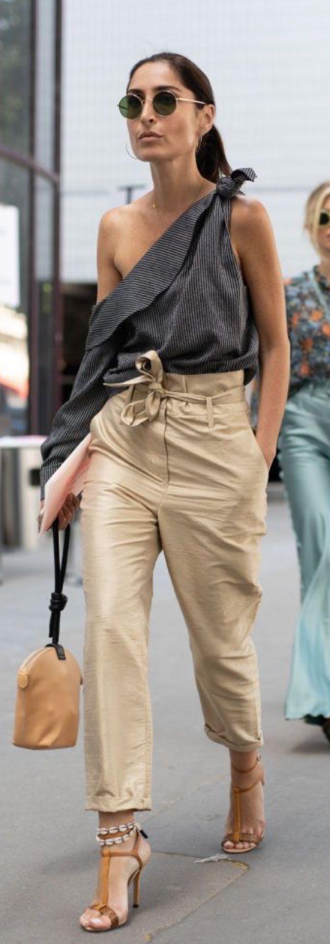 Le nuove parigine indossano le sneakers? Così sembra, da questi look streetstyle da Parigi Moda Uomo