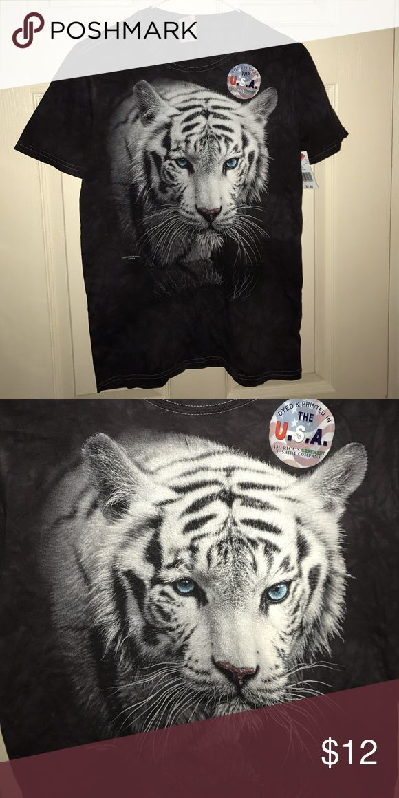 Size small white tiger t shirt. You are buying a brand new white tiger t shirt. Very nice attractive t shirt. Size is small. Tops Tees - Short Sleeve