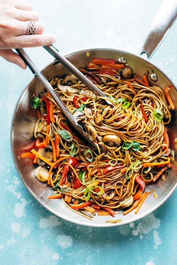 15 Minute Lo Mein! made with just soy sauce, sesame oil, a pinch of sugar, ramen noodles or spaghetti noodles, and any veggies or protein you like. SO YUMMY! vegan, vegetarian.| pinchofyum.com