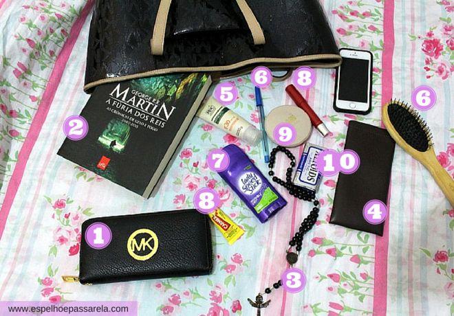 TAG: O que tem na minha bolsa? | Dia a dia http://www.espelhoepassarela.com/2015/09/tag-o-que-tem-na-minha-bolsa-dia-dia.html