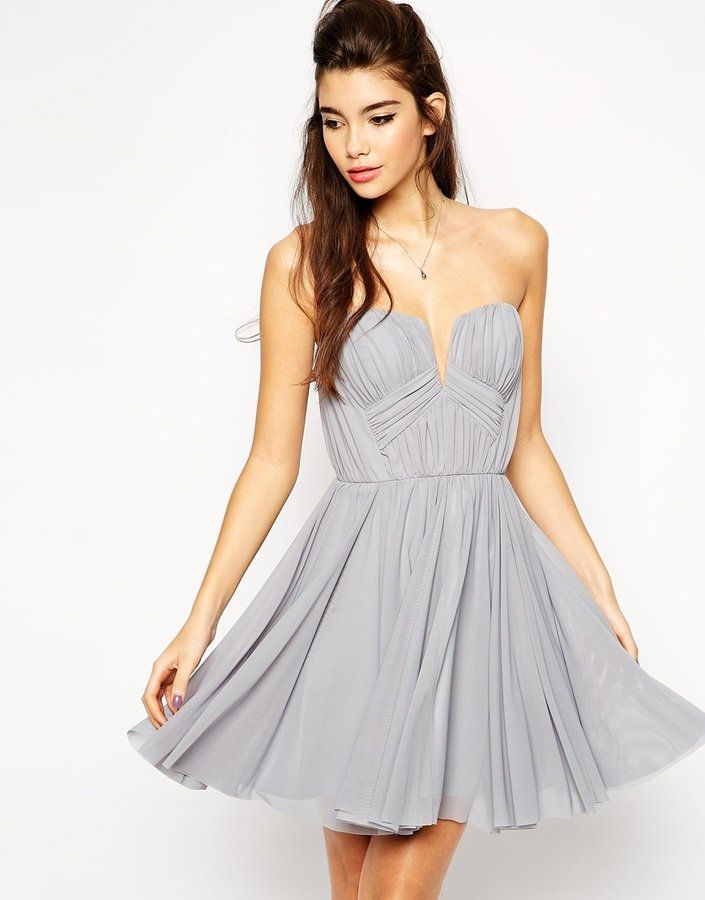 Pin for Later: 50 festliche Kleider unter 100 € für Weihnachtsfeiern, Cocktail-Parties & mehr  Asos Bandeau-Kleid mit tiefem Ausschnitt in Grau-Blau (81 €)