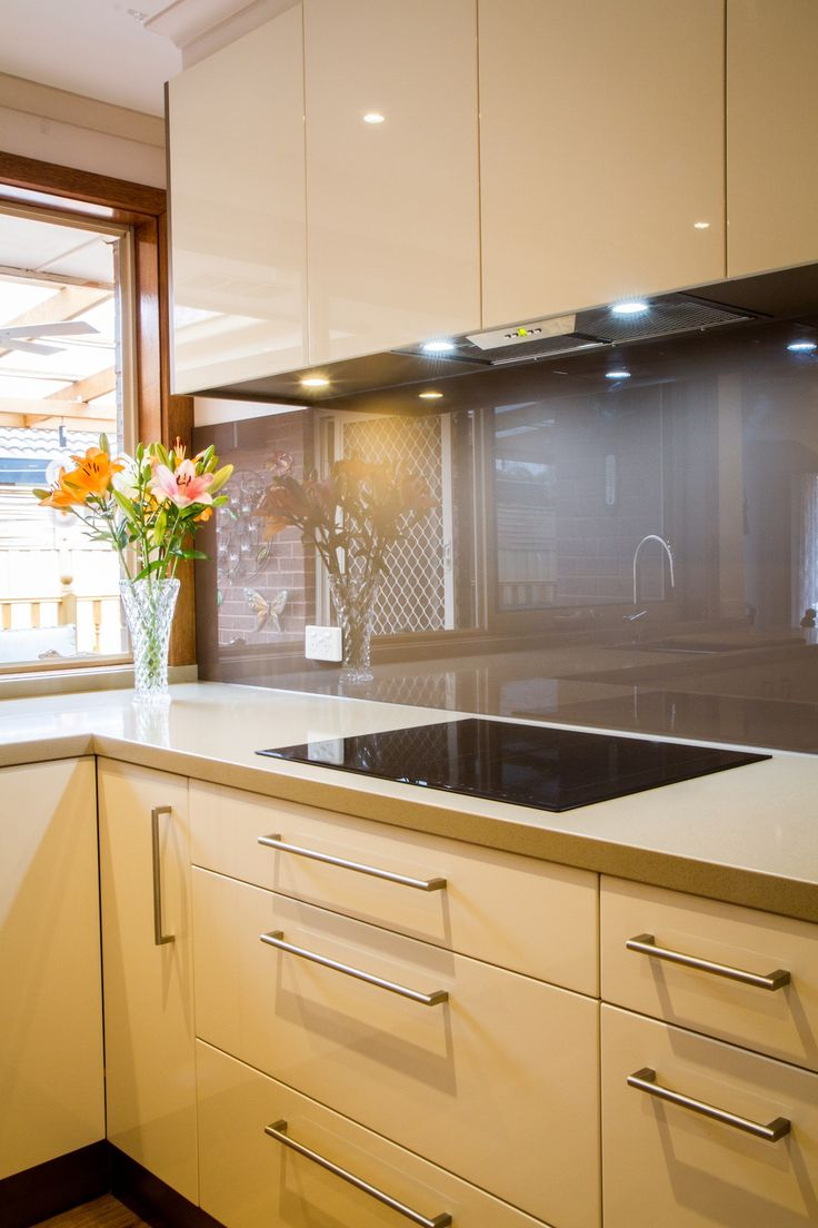 Contemporary kitchen. Induction cooktop. www.thekitchendesigncentre.com.au