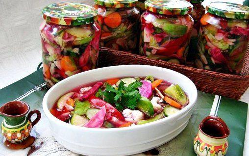 Salata asortata-muraturi asortate, gogonele, morcovi, conopida, castraveti,gogosari, sfecla, varza, struguri, mere, gutui...o nebunie!!!
