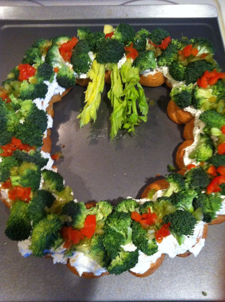 Crescent roll veggie wreath | appetizers | Pinterest