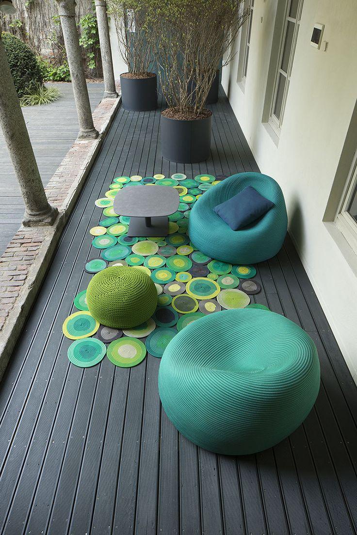 Grün ist das neue Schwarz: Die Gartenmöbel der Designerin Paola Lenti vereinen ein außergewöhnliches Design mit einer tollen Farbpalette.