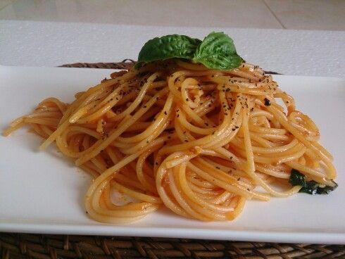 Tomato and basil spaghetti