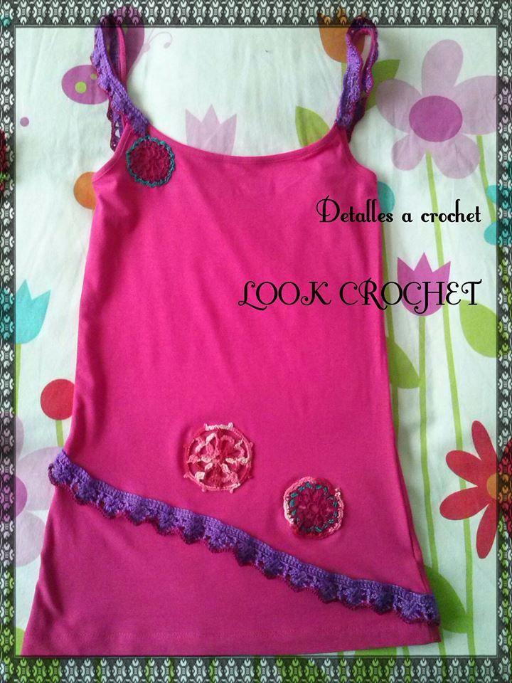 camiseta con detalles de crochet
