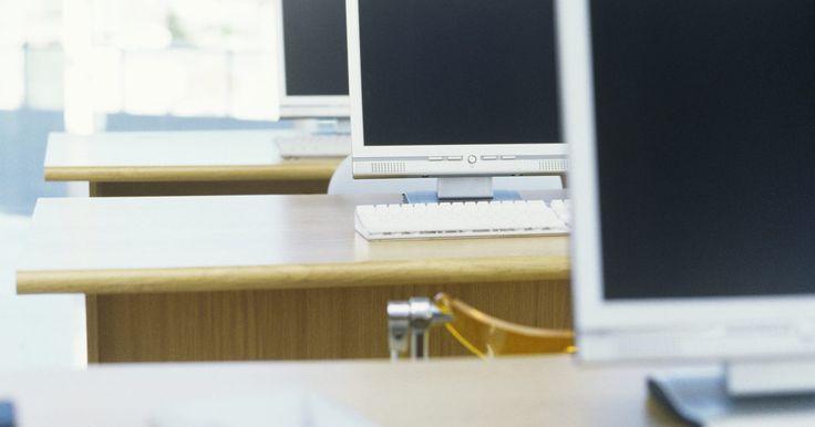 Definición de bahía para unidades. En la terminología de la tecnología computacional, una bahía para unidades es un área de almacenamiento donde el nuevo hardware es adicionado para un sistema de computadora individual. Las bahías para unidades vienen en dos tamaños y pueden ser internas o externas.