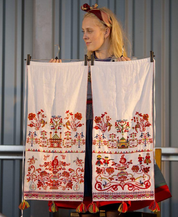 41. Beltekluter Vest-Telemark. Beltekluter tilhørende brudedrakt fra Vest-Telemark. Sydd av Ingrid etter gamle modeller.