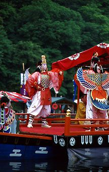 mifune-matsuri 三船祭り three boats procession in Kyoto - young girls dancer