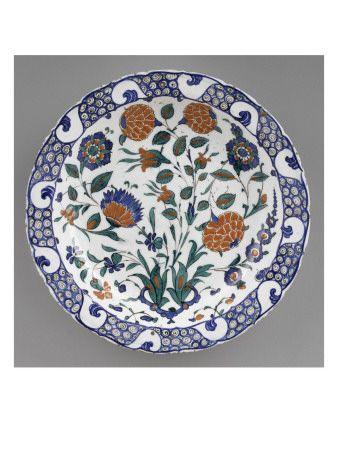 Dish with scalloped marli and large flowering stems - Musée national de la Renaissance (Ecouen) (RMN) -