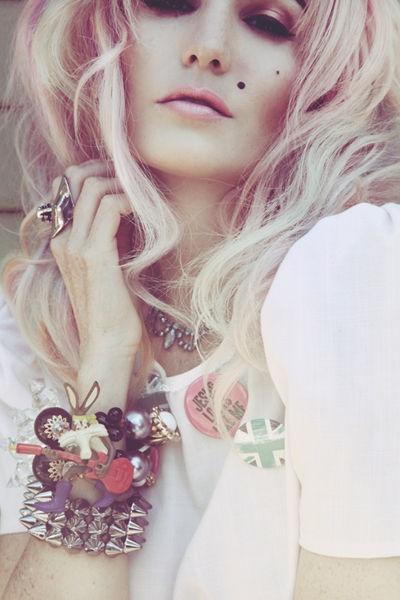 She's styling @Erika Walton's jewelry!