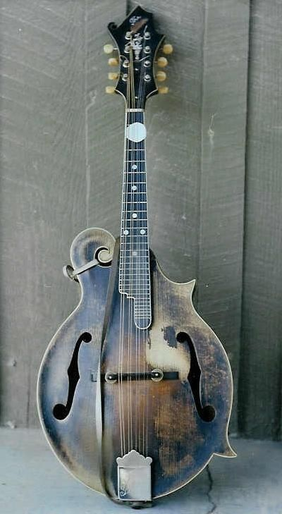 via artist*goddess*muse - Gibson Mandolin, 1910-20-ish (just guessing here). I'd love to hear it, wouldn't you?
