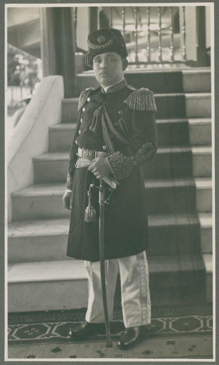 Portret van Mahmoed, zoon van Sultan Abdoel Aziz Abdoel Djalil Rachmat Sjah, vorst van het gebied Langkat, anonymous, c. 1919