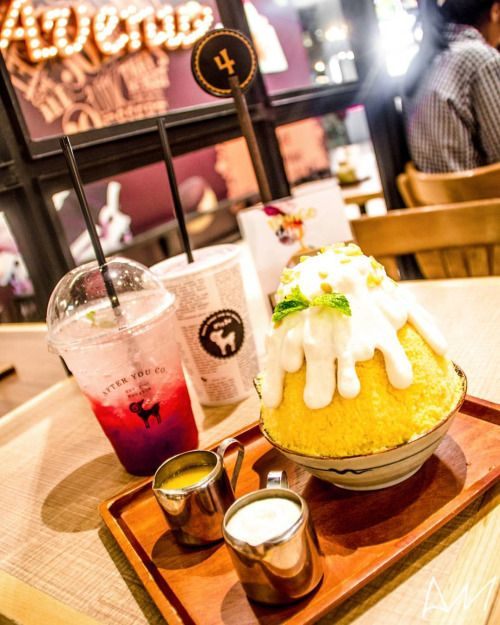 Food is always the highlight of any trip!!~  ...Strawberry Iced Tea, Strawberry Limeade and Mango Sticky Rice Kakigori @ After You Dessert Cafe!!~  Probably my new favorite cafe... too bad it's in Bangkok...  #망고 #딸기 #라임에이드 #팥빙수 #목스타그램 #맛스타그램 #스낵 #간식 #간식스타그램 #여행 #여행스타그램 #방콕 #태국 #afteryoudessertcafe #bangkok #thailand #travel #travelphotography #foodphotography #MyChefsTable #cupofchoco