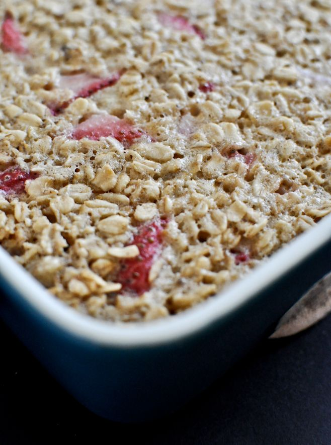 Strawberry Banana Cream Baked Oatmeal Squares I howsweeteats.com
