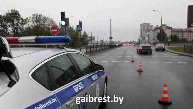 В Бресте пятилетний ребенок попал под колеса легкового автомобиля http://www.belnovosti.by/society/53844-v-breste-pyatiletnij-rebenok-popal-pod-kolesa-legkovogo-avtomobilya.html
