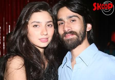 mahira khan with family (1)