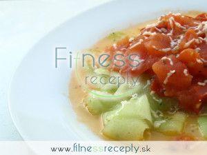 Uhorkové rezance s dusenou paradajkou