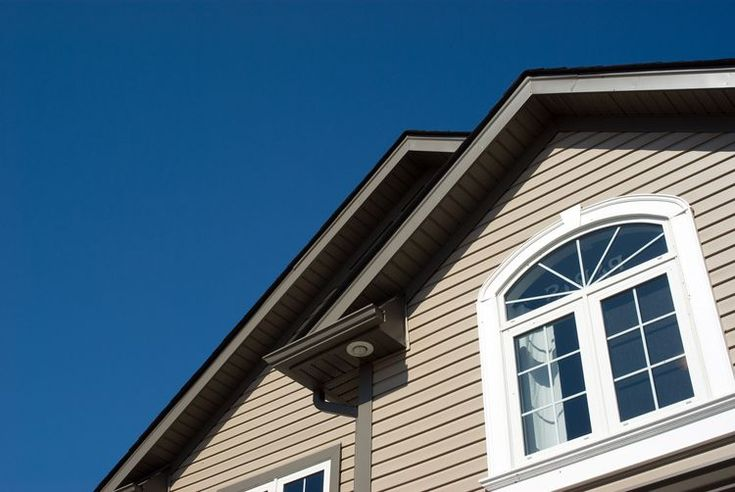 It is Easy to Remove Vinyl Siding Using a Handy Zip Tool