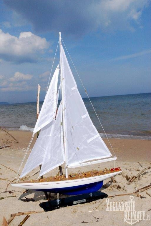 Model yacht on the sea  http://zeglarskieklimaty.pl/
