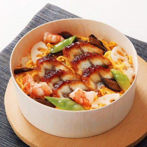 能登産コシヒカリのご飯に国産鰻をちらしたちらし寿司とだし茶漬け。レンジで温めるだけ。