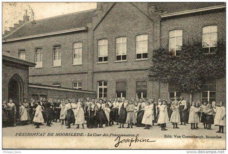 Pensionnat de MOORSLEDE - La Cour des Pensionnaires - Edit Van Cortenbergh