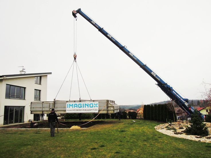 Crane used for stainless steel swimming pool installation