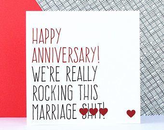Tarjeta divertida del aniversario, tarjetas de aniversario de boda, tarjeta de esposo o esposa, feliz aniversario, realmente estamos oscilando este matrimonio s ** t