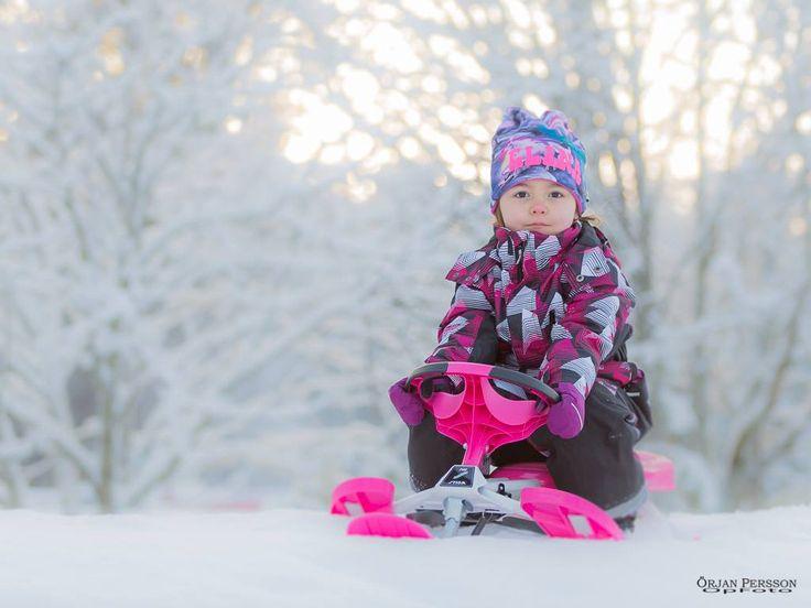 Tätt mellan Barnfotograferandet :-). Idag en kall utomhussession med Elina
