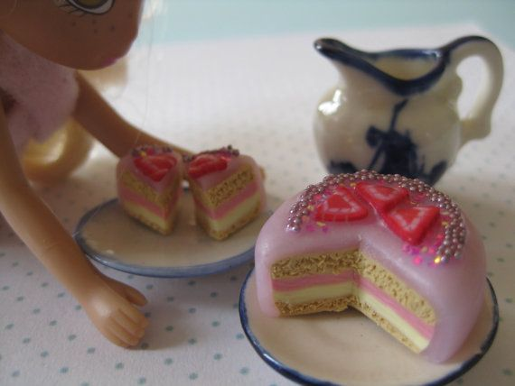 Pink miniature cake by tinyfoodies on Etsy, $12.00