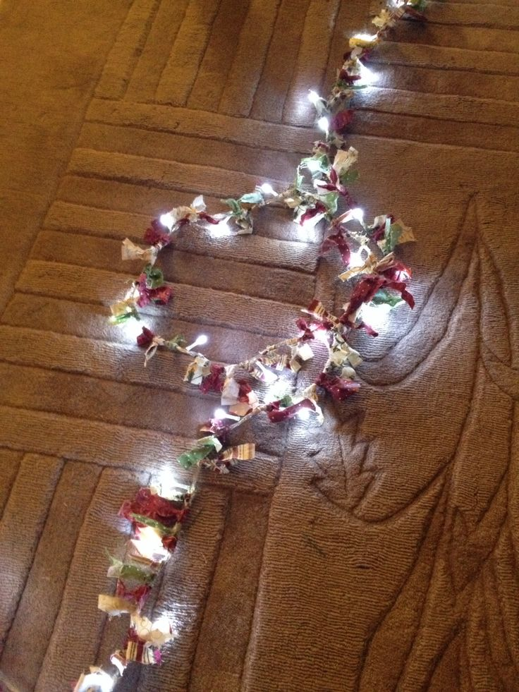 Guirnaldas de luces decorada con retales