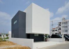 "LSD design co., ltd. ""ZUKON""/2014/house/Okinawa, Japan/reinforced concrete construction/two stories roof, wood, tile, navy, white, indirect light"