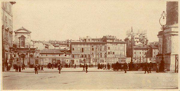Piazza Colonna (1910 ca) Colonna di Marco Aurelio a destra, ancora manca Galleria Colonna (Alberto Sordi). :)